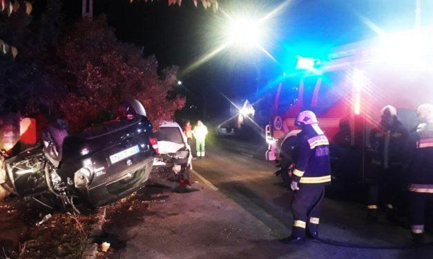 A saját autója alá szorult a parkoló furgonnak ütközőt kocsi sofőrje