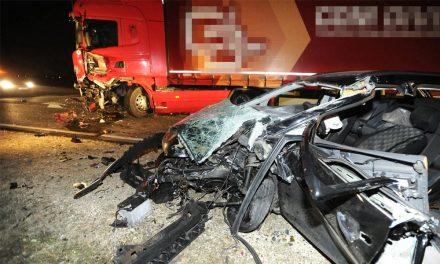 Halálos baleset az M2-esen, azonnal meghalt a sofőr – durva fotók