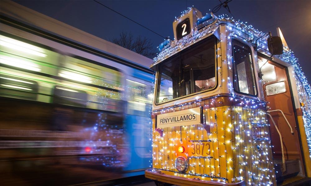 Metrópótló járatként is működik az adventi fényvillamos – Fotók