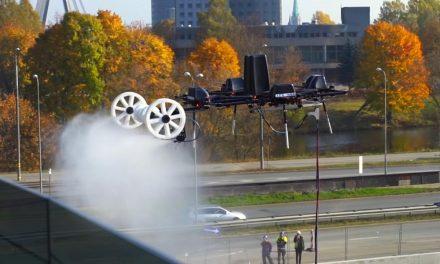 Elképesztő videó egy ablakmosó drónról! Az agglomerációban működő cég azonnal szabályozná őket