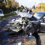 Tragikus gázolás! Nem a zebrán akart átmenni az úton, elütötte egy piás BMW-s