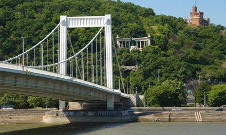 Nagyon fontos dolgot vezetnek át az Erzsébet hídon