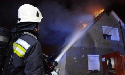 Lángolt egy ház Fóton, kemény éjszakája volt az érintett családnak