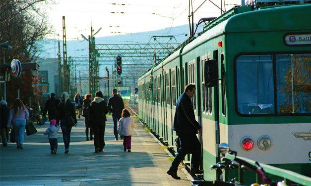 Több pénzt kell betennie az agglomerációs tömegközlekedésbe Budapestnek, majdnem 2 milliárddal lesz nagyobb a számla