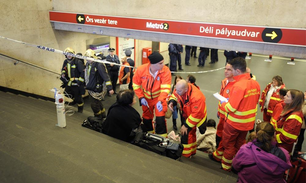 Pánik a metróban: Paprikaspray-vel fújta le az utasokat a férfi, többen rosszul lettek, leállították a szerelvényt, most vádat emeltek ellene