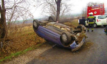 Nagyot bukfencezett a Renault Clio Vácon