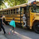 Tiszta Amerika! Iskolabusszal mehetnek az agglomerációból a gyerekek Budapestre – a dugók csökkenésére számítanak