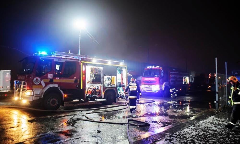 Hatalmas raktár égett le Kistarcsán