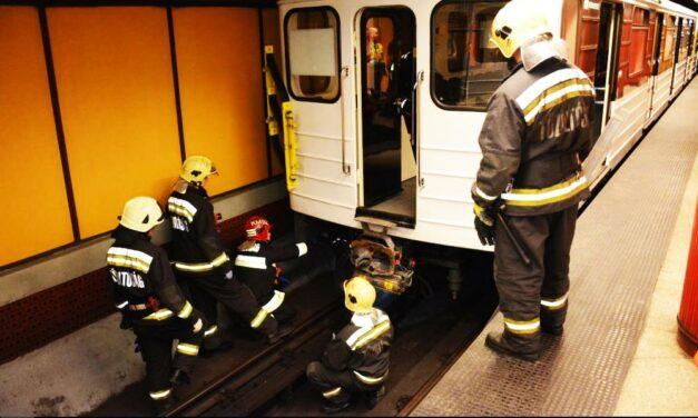 Gázolt a 3-as metró a Klinikáknál, pótlóbuszok járnak