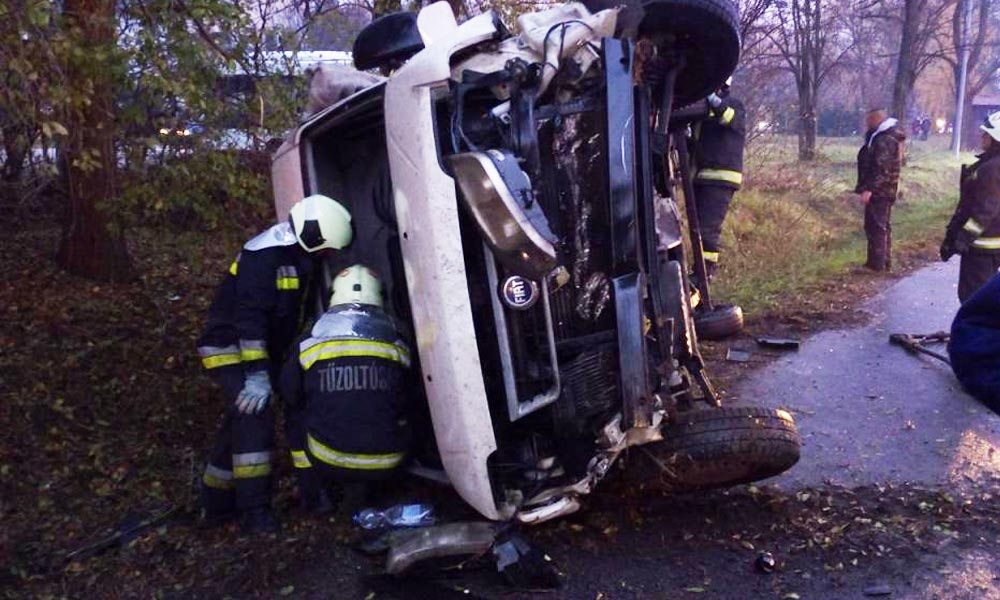 Kifejezetten kérik, hogy minél többen használják a mobiljukat egy baleset után