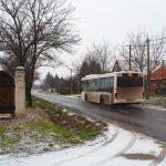 Esik a hó a budai agglomerációban, csúsznak az utak