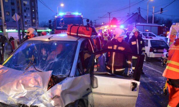Durva baleset! Hat autó ment egymásba a Váci úton