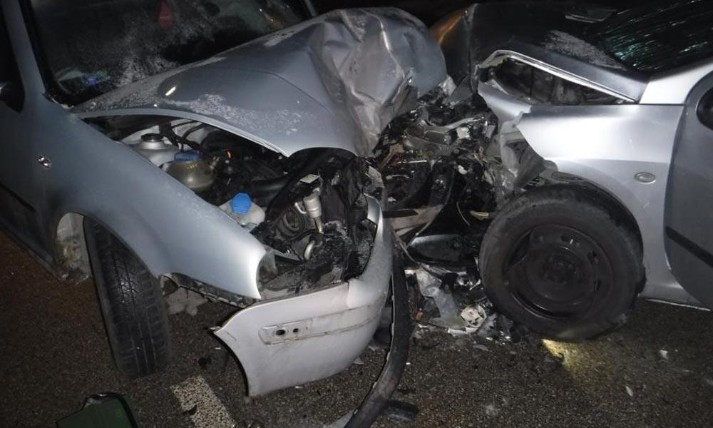 Kisbusszal ütközött egy személyautó az M5-ösön Ócsánál