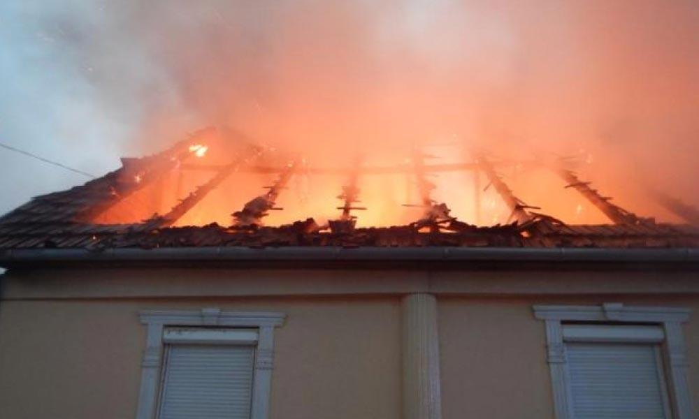 Tűzhalál: Holttestet találtak egy leégett házban Pilisen