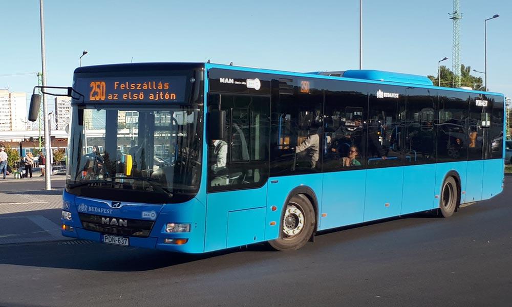 Megmentette az egyik utasa életét a buszsofőr