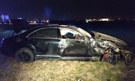 Tragikus baleset: Meghalt a luxusautó sofőrje, az utasai súlyosan megsérültek
