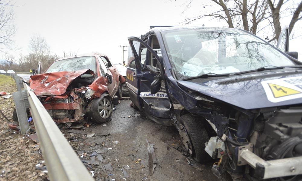 Halálos baleset a Dunakanyarban, három autó csapódott egymásba