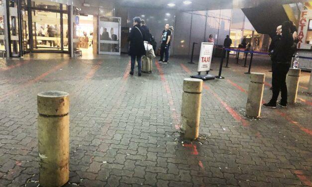 Ferihegyi reptér: karámba terelt utasok és mocsok – Kiakadt a helyettes államtitkár