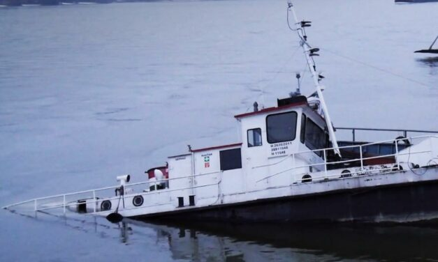 Elsüllyedt egy hajó a Dunában, olaj került a vízbe