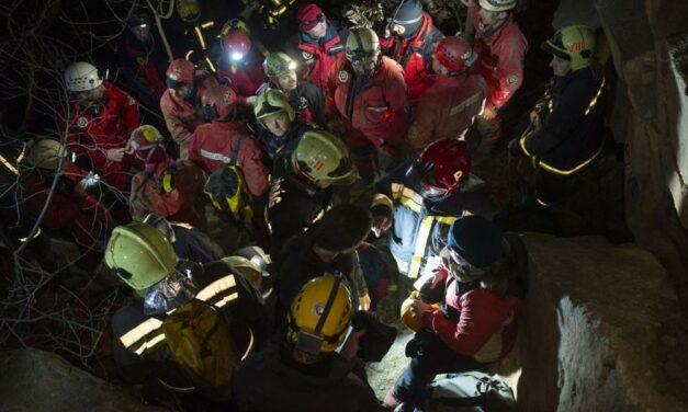 Túrázó tévedt el egy védett barlangban, 35 fős mentőegység indult érte Pilisborosjenőre