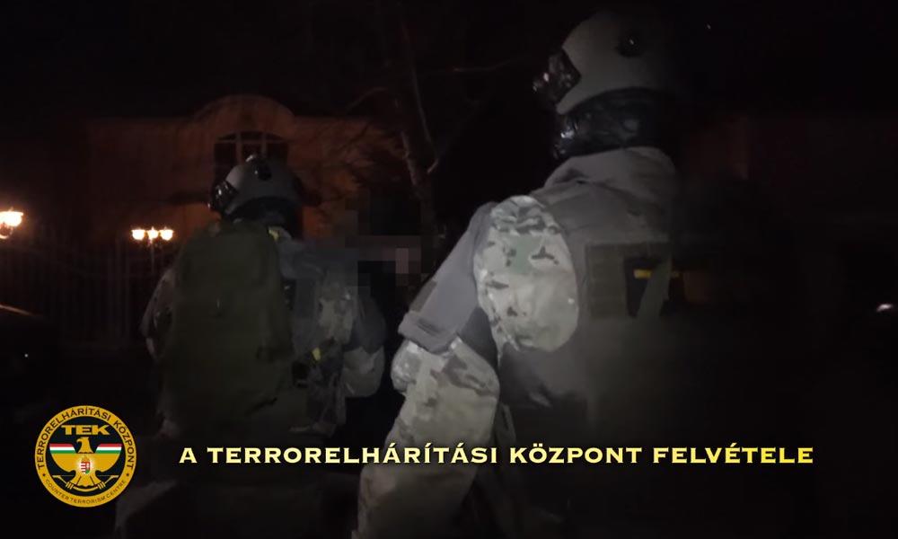 Oda csaptak, ahová kell – Drogtanyát számolt fel a rendőrség és mindent lefoglaltak (Videó)