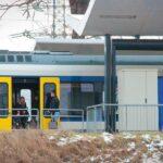 Lejárt a mozdonyvezető munkaideje, leszállították az utasokat a vonatról