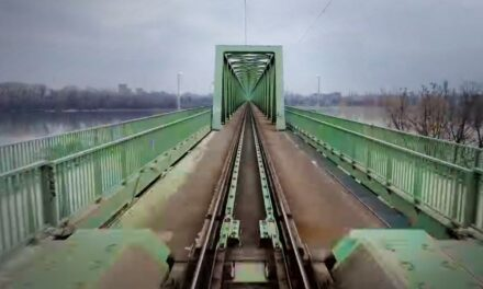 Így még soha sem láttad az Esztergom-Budapest vasútvonalat – Most beülhetsz a vezetőfülkébe! (Videó)