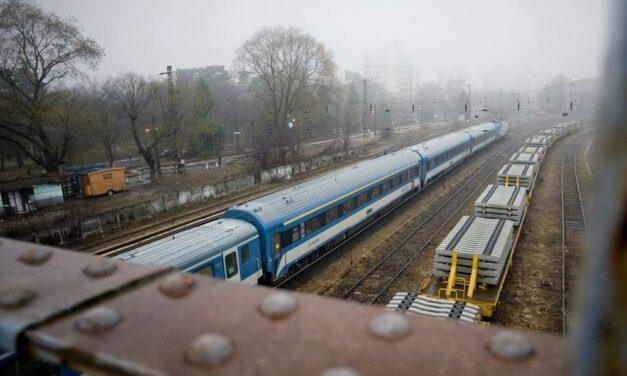 Összeütközött két vonat a pécsi vonalon, leállították a forgalmat