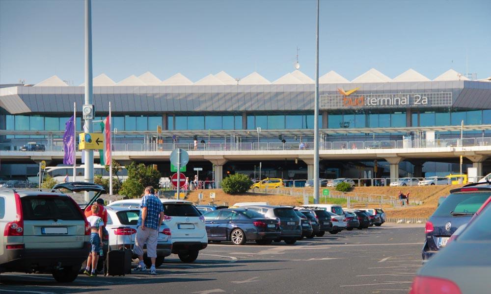 Sok száz új parkolóhelyet nyitnak meg a ferihegyi repülőtérnél