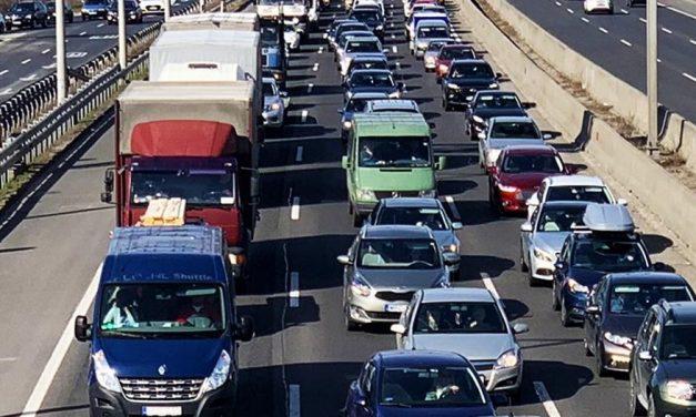 Baleset az M0-áson, M3-ason, M7-esen, több kilométeres dugó van az autópályák főváros környéki szakaszain