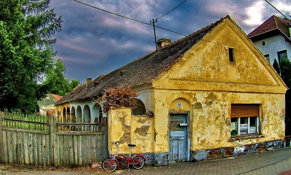 Nagy biznisz romos házat venni, jelentős támogatást lehet szerezni