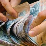 Megugrott a valutaváltók forgalma, sokan félnek, hogy elértéktelenedik a megtakarításuk, ezért euróra váltják