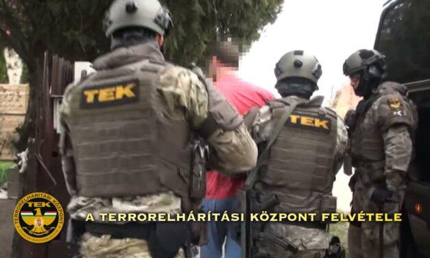 Rajtaütés: fegyveres bűnözőkre csapott le a TEK Budaörsön