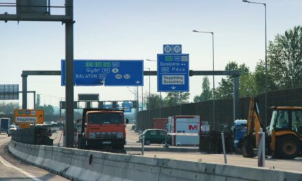 Valami nagy gond lehet az M0-áson a Hárosi Duna-híddal, megnyitották és újra lezárták