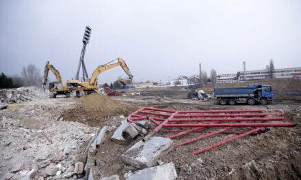 Bombát találtak a Bozsik stadionnál