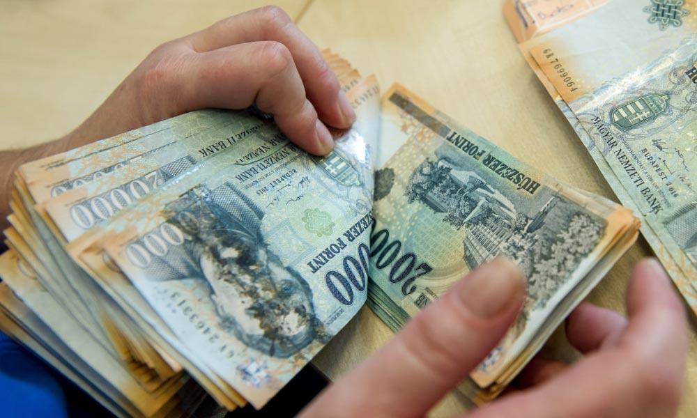 Kockázatos a készpénzmozgás az ingatlanok adásvételénél – Itt vannak a buktatók!