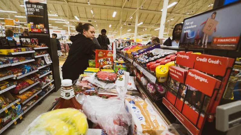 """""""December 24-én ne nyissanak ki a boltok"""" – ezt kéri az egyik szakszervezet, a Spar és Auchan már bejelentette nyitvatartási rendjét"""