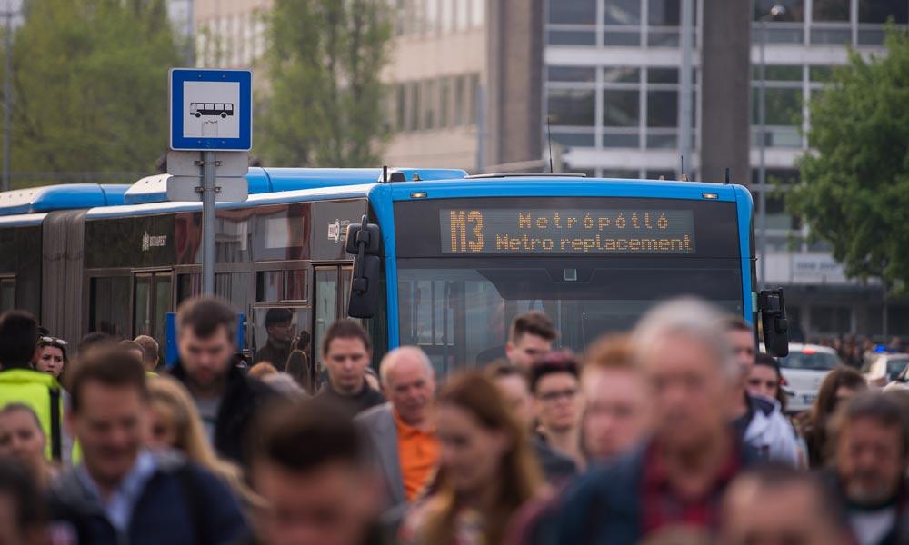 Készüljünk a dugókra: Holnaptól egy hónapig nem jár a M3-as metró, szinte a teljes vonalon pótlóbuszok lesznek