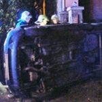 Lesodródott az útról és áttörte a kerítést az autó Mogyoródon