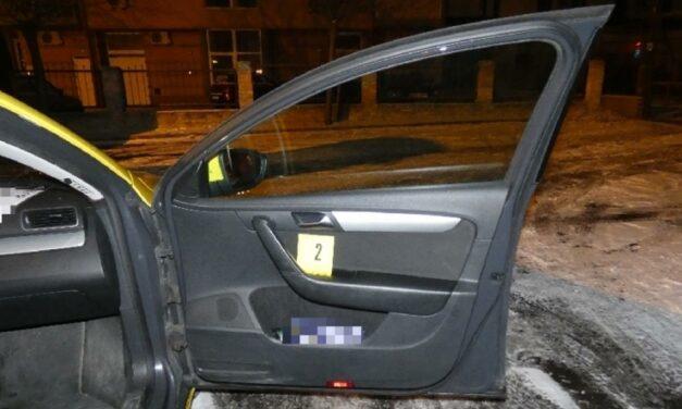 Kést szorított a taxis torkának, majd kirabolta Monoron