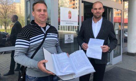 Meglepődött az államtitkár: rengetegen írták alá az M10-es útért a petíciót