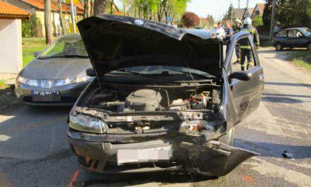 Két autó és egy motoros ütközött Vácrátóton