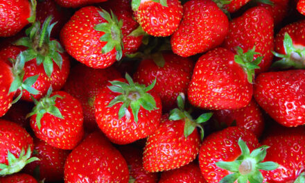 Sok zöldségesnél átvernek minket az eperrel, átcsomagolják a külföldi gyümölcsöt