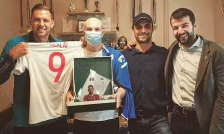 Szép gesztus: Beteg gyömrői focistát látogatott meg a sztárfocista