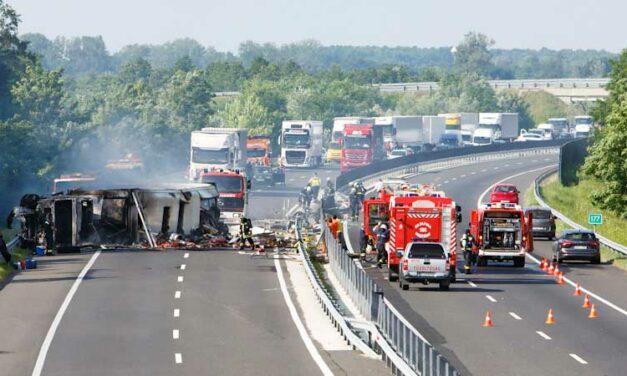 Hatalmas torlódások és karambolok az agglomerációs autópályákon