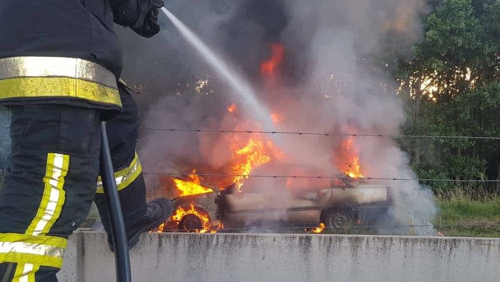 Kigyulladt két busz, egy autó és egy teherautó az agglomeráció útjain