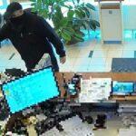 Kiraboltak egy OTP fiókot Üllőn, fegyver volt az elkövetőnél