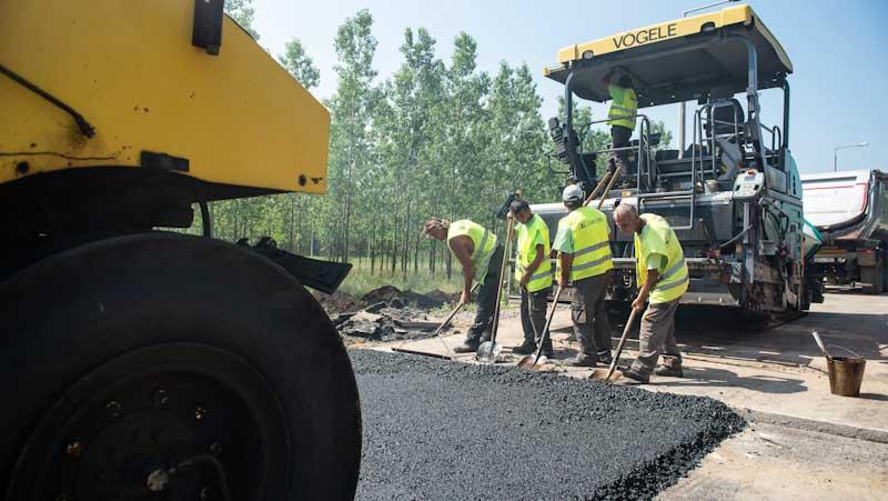 Negyvenöt kilométernyi fővárosi földutat aszfaltoznak le