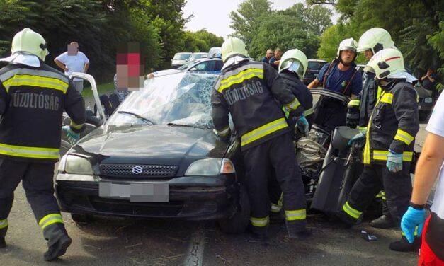 Rengeteg tűzoltó érkezett egy Üllő és Vecsés közti balesethez