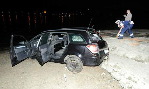 Megrázó részletek a kompkikötőben Dunába csúszott autóba szorult férfi halálával kapcsolatban